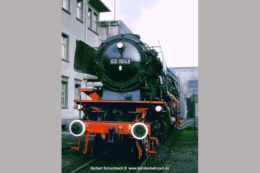 http://www.bundesbahnzeit.de/galerien/03.10%20-%20Die%20Legende%20lebt/jpg-Bilder/b08-03%201043.jpg